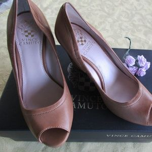 Gorgeous Vince Camuto Tan Leather Peep Toe Wedge 6